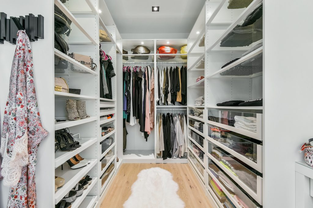 Master ensuite walk In Closet